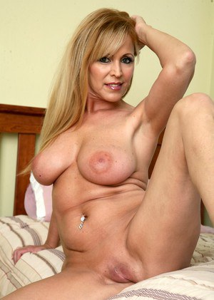 shaved mature porn at mature milf pussy