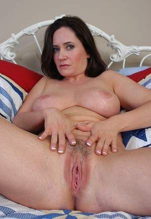 spread mature women pussy stand