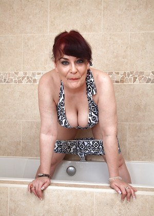 Naked Mature Bath 41